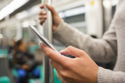 Naviguer sur internet depuis son mobile une habitude qui supplante le surf sur un ordinateur